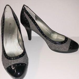 f4c88aef433d Anne Klein Black Patent   Gray Tweed Shoes 8.5